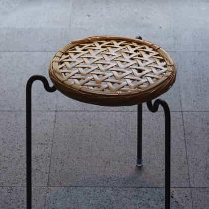Vegahouse diseña taburete con asiento extraíble de tejido de bambú