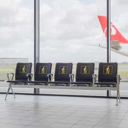 """Richard Hutten se derrite viejas sillas de aeropuerto para el nuevo sistema de asientos """"radical"""""""