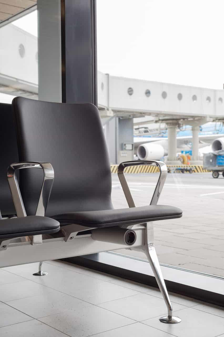 Richard Hutten se derrite viejas sillas de aeropuerto Schiphol de nuevo parpadeo sistema de asientos con Lensvelt