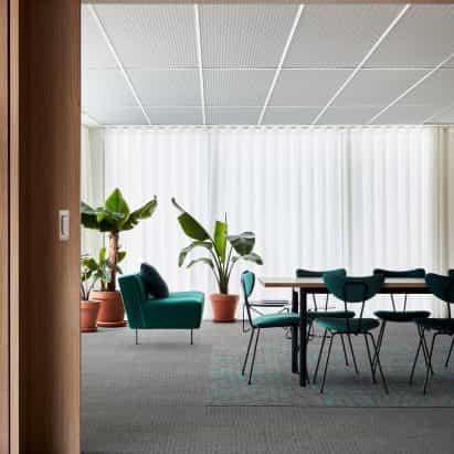 Interface crea alfombra respaldo azulejo usando materiales de carbono-negativos