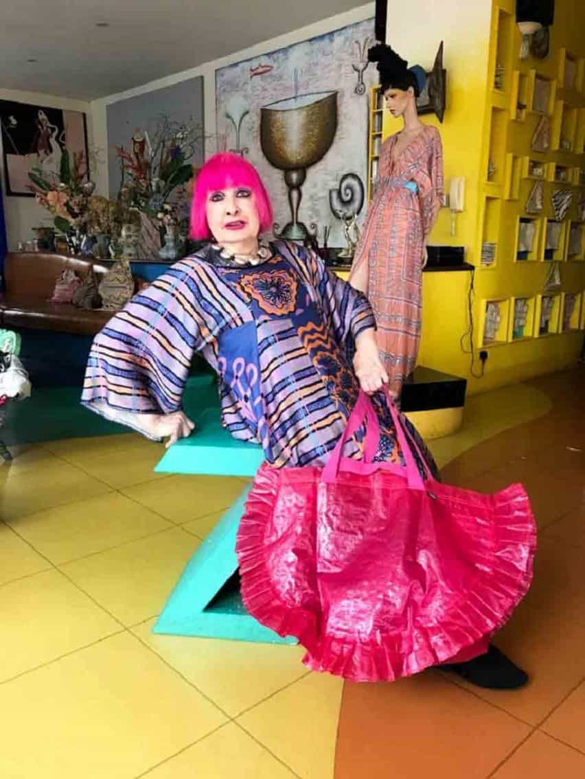 Zandra Rhodes diseña versión Karismatisk de la bolsa de IKEA Frakta
