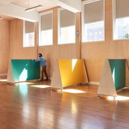 UNIDAD Fabricaciones construye muebles Distanciamiento social para la escuela primaria de Londres
