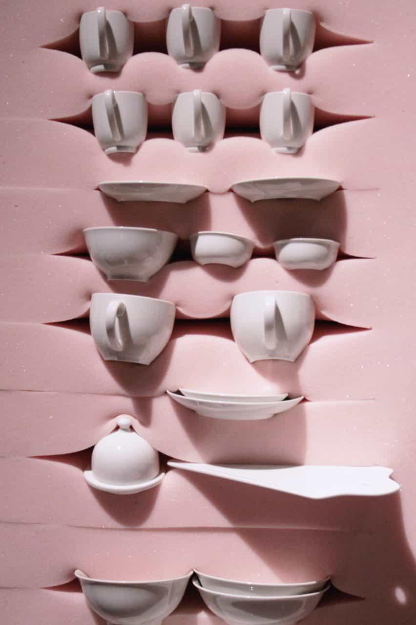 Dewi van de Klomp diseña suave gabinetes de goma espuma