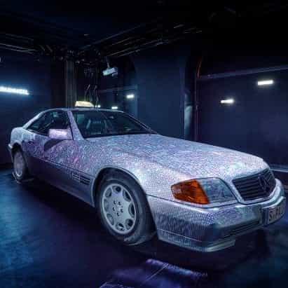 Mercedes-Benz acoge la exposición Cosmic Shine On en Studio Odeonsplatz en Múnich