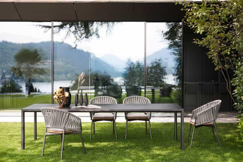 Mesa al aire libre Plein Air en color oscuro de Roda