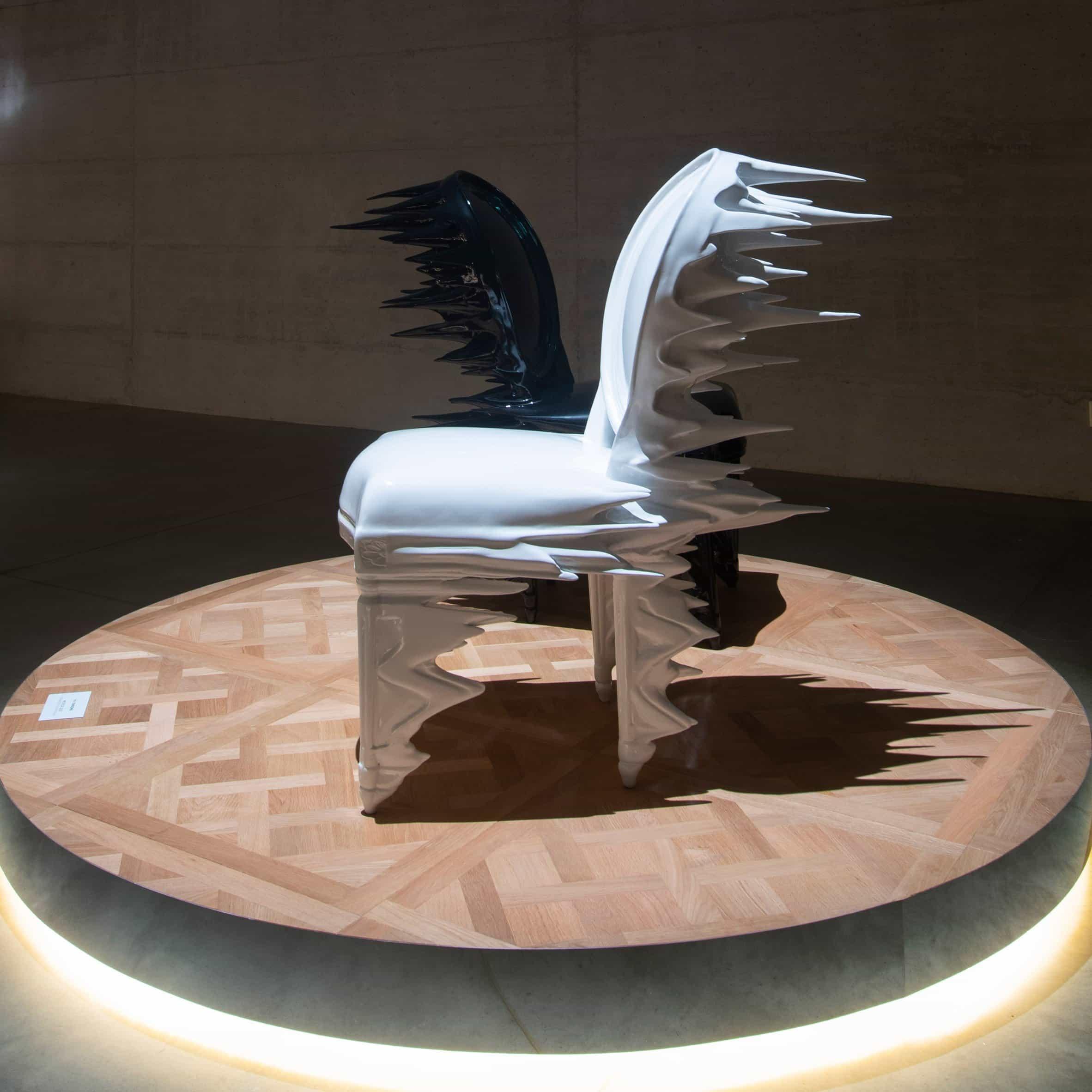 Atang Tshikare, India Mahdavi y Nendo reinterpretan la silla Medallion de Dior