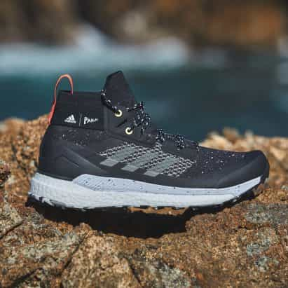 Adidas utiliza Parley océano plástico para el zapato Terrex gratuito Caminante