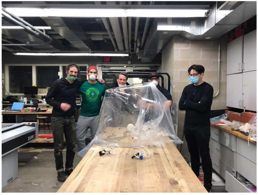 Arquitecto y médicos desarrollan capuchas de código abierto