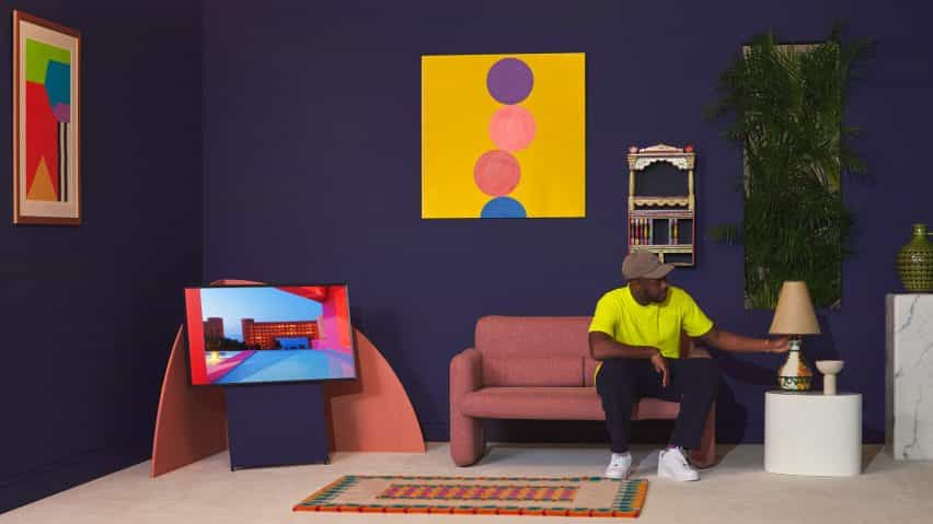 Yinka Ilori sala de estilos utilizando pinturas Living Colour de Samsung