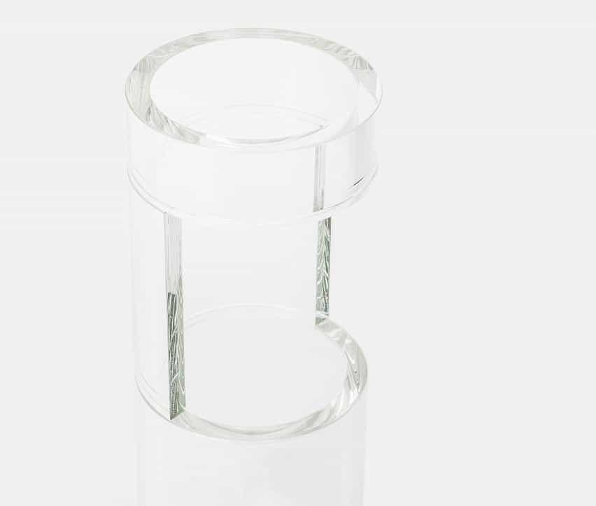 Lewis potencia permite que los materiales son dueños de los objetos en el debut de recogida de materiales propiedad