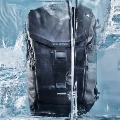 RIKR es una mochila de plástico reciclado que puede soportar las condiciones del Ártico