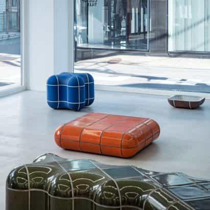 Max Lamb crea piezas de muebles escultóricos de azulejos en 3D