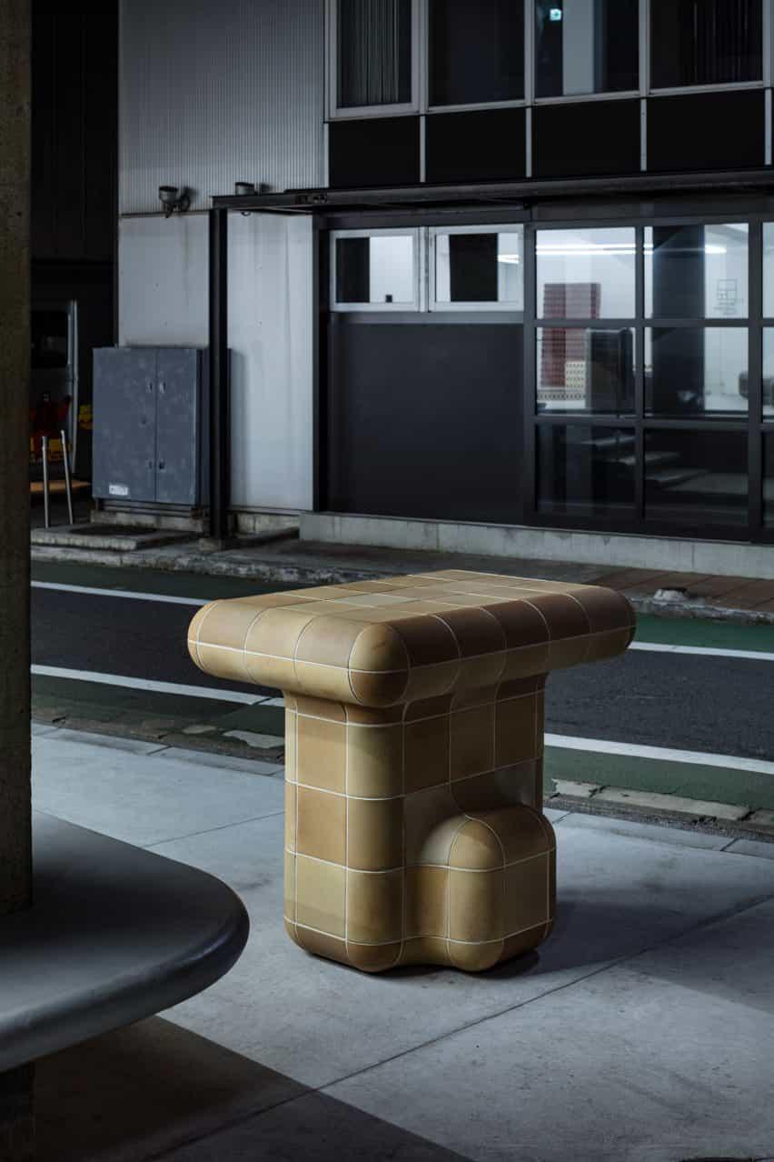 escultura de azulejos por Max Lamb para Tajimi personalizada Azulejos