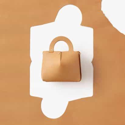 Nendo crea bolsa Mai sola hoja de cuero cortado con láser