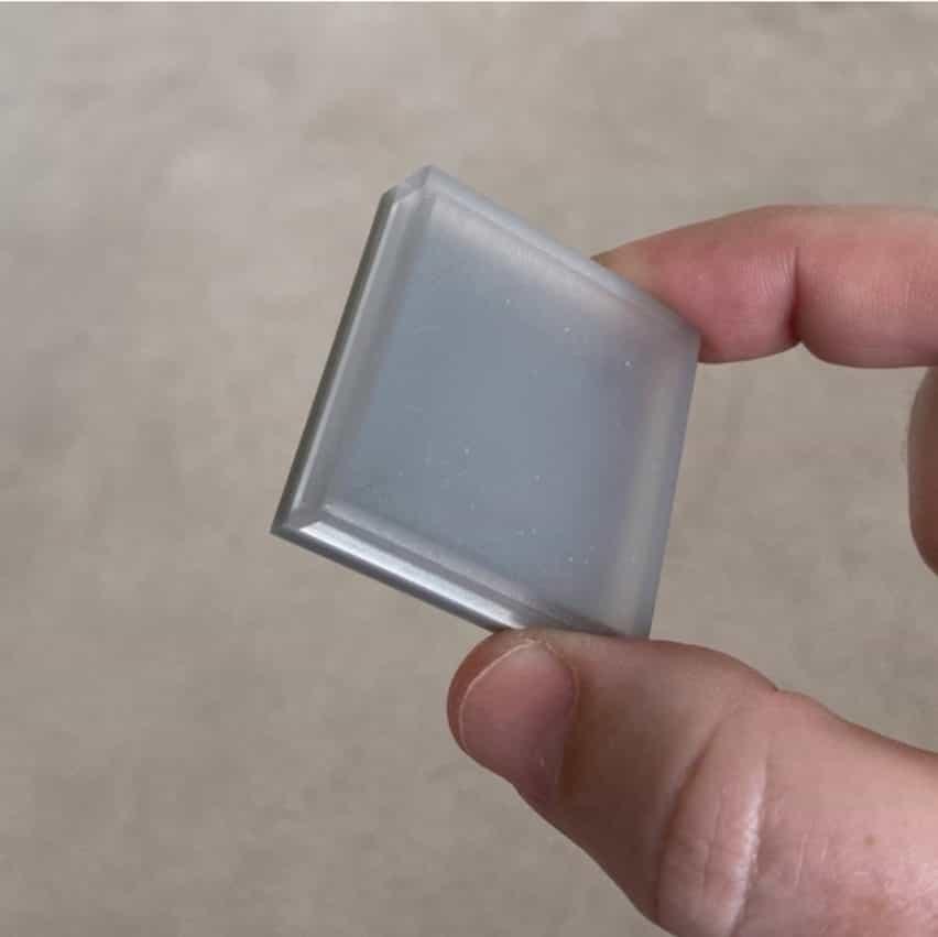 El emisor ShortWaveLight de NS Nanotech emite un UVC lejano