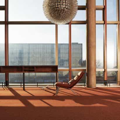 Kontrapunkt es una silla reclinable minimalista de Neisako para Prostoria