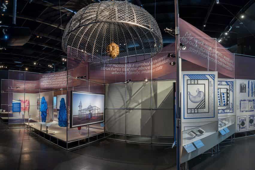 Amplia vista de la exposición del Premio Jameel en el V&A
