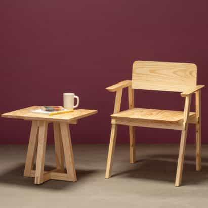 La construcción de recortes de materiales de proyecto de vivienda asequible utiliza para crear la colección de muebles Tempo