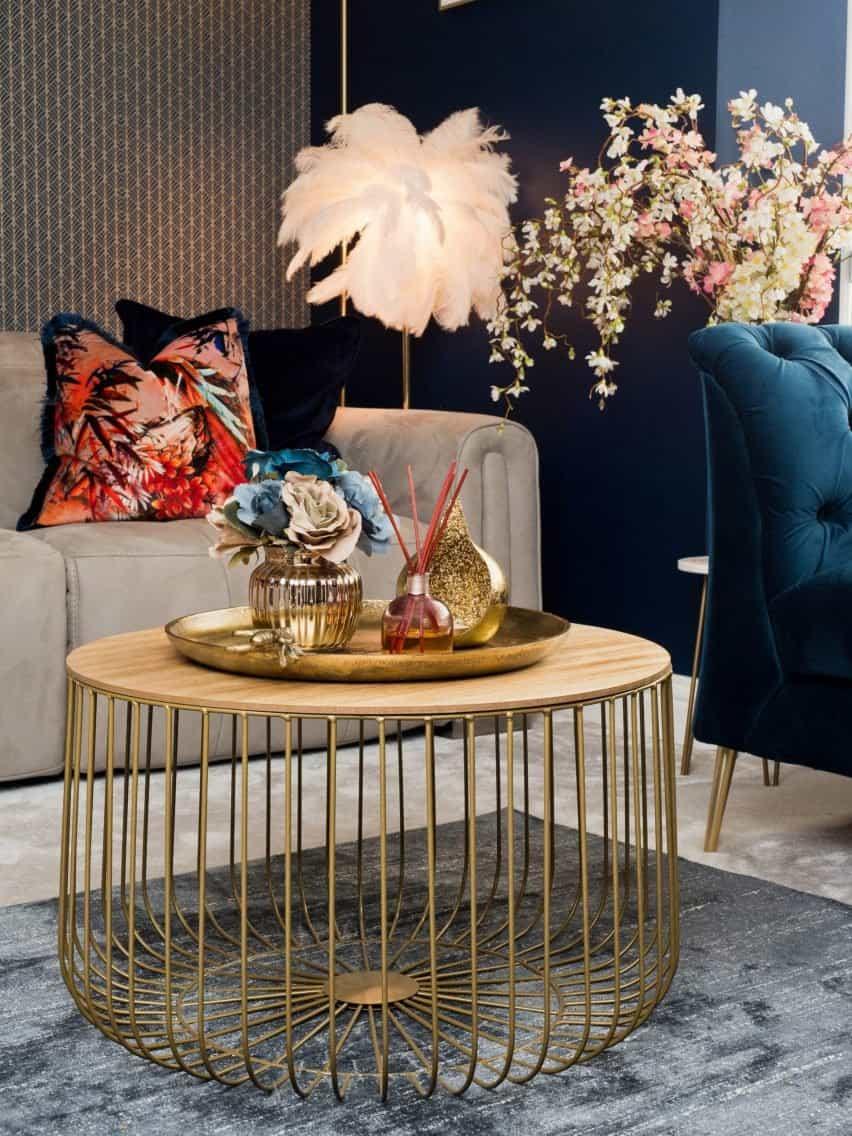 Un interior con lujosos productos coloridos
