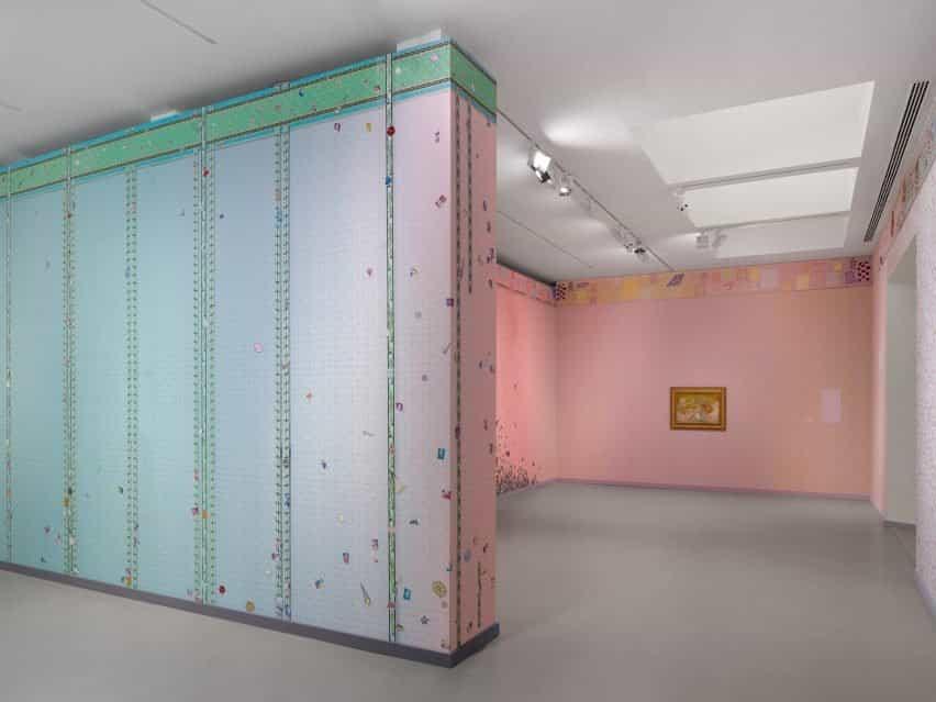 Interior de la exposición de Laura Owens y Vincent van Gogh