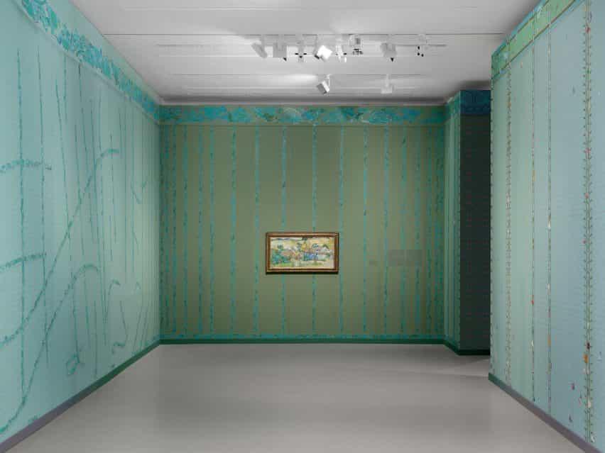 Papel pintado verde en la exposición de Laura Owens y Vincent van Gogh