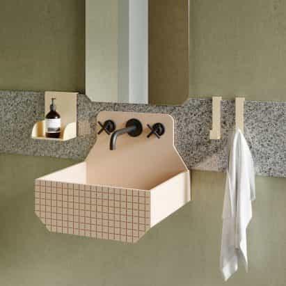 Marcante Testa aporta color y la geometría al baño para Ex.t
