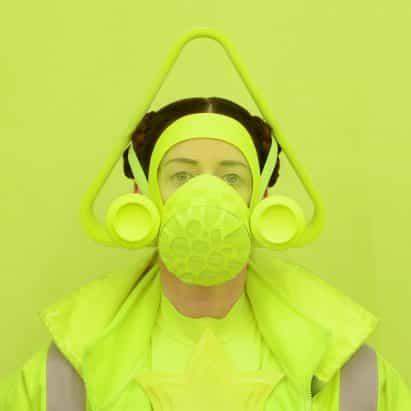 máscaras trabajadores clave de Freyja Sewell toman rasgos de diseño de la ciencia ficción y el budismo