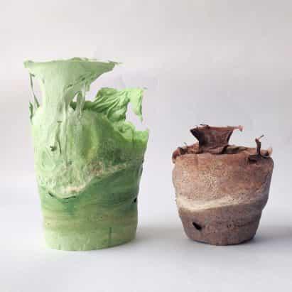 Sachi Tungare forma vasos swirly de colillas de cigarrillos desechados
