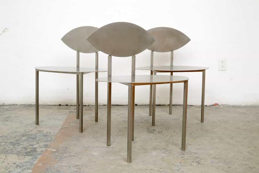 Sillas de acero inoxidable del dúo de diseño georgiano Rooms
