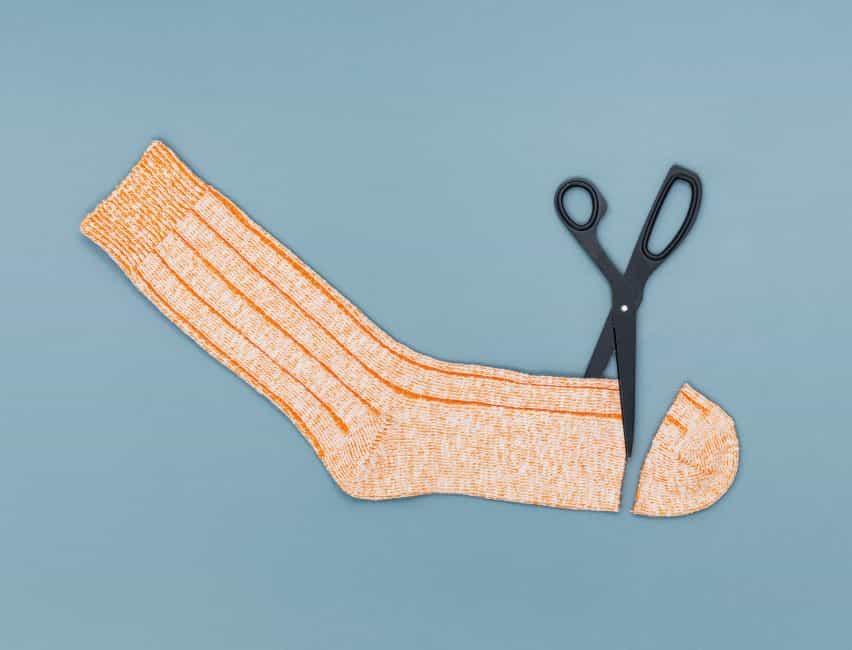 Codo del calcetín para el coronavirus de color crudo