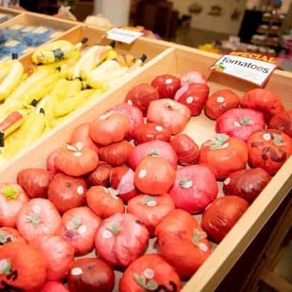 las poblaciones de la bolsa de plástico de las tiendas de Nueva York tiendas de comestibles hechas de bolsas de un solo uso