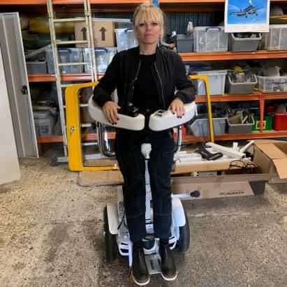 """Suzanne Brewer desarrolla """"Segway de estilo"""" silla de ruedas que permite a los usuarios mantenerse en pie"""