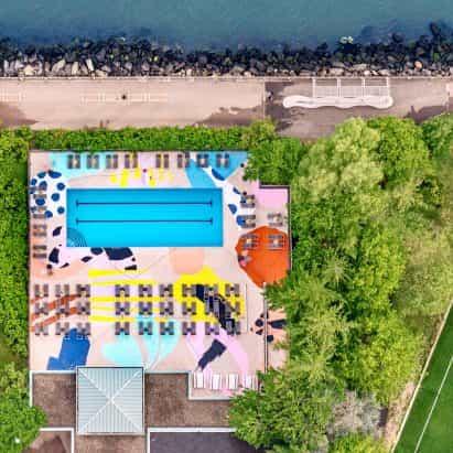 """Las piscinas gráficas de Alex Proba son """"una celebración del color y el patrón"""""""