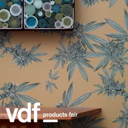 colección de papel pintado de Nueva York estudio de diseño de Superflower incluye patrón de cannabis