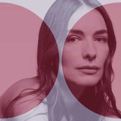 """""""Pienso en mi ropa como refugio"""", dice Roksanda Ilincic en el último podcast de Dezeen"""