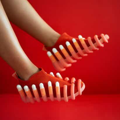 Netha Goldberg diseños de zapatos con los accesorios para tampones y partidos