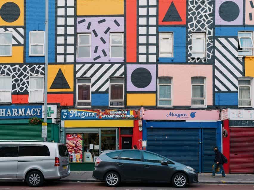 Camille Walala revive Leyton de la calle con las ilustraciones financiado por la comunidad
