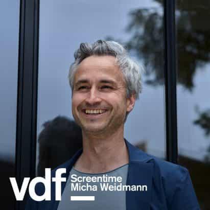 entrevista en vivo con diseñador del logotipo Dezeen Micha Weidmann como parte del Festival de Diseño Virtual
