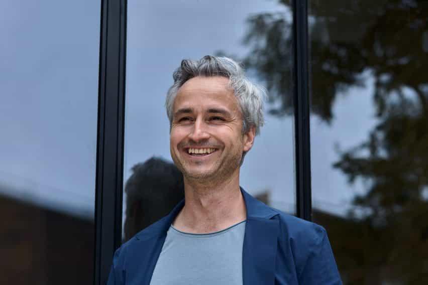 Micha Weidmann es un diseñador, tipógrafo y director de arte gráfico
