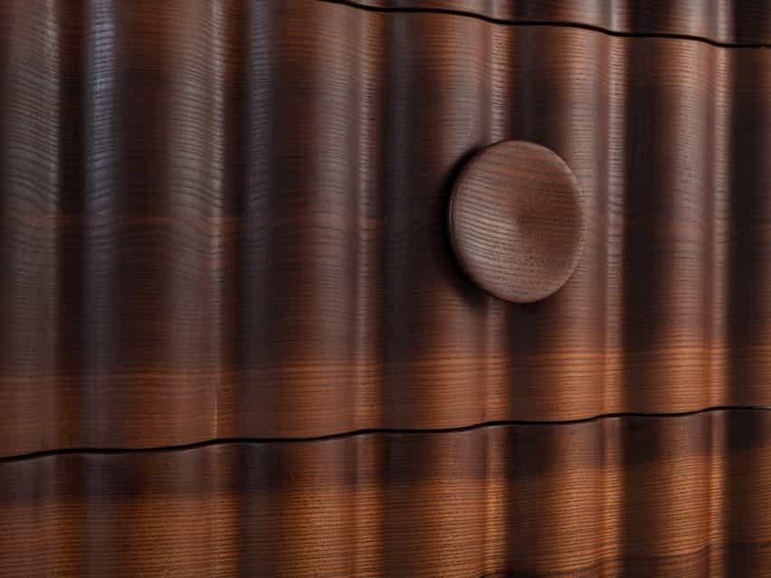 La cómoda de la colección Jan Hendzel Estudio Bowater hizo usando madera británica