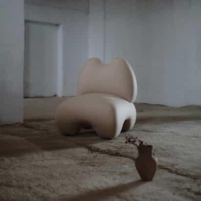 Domna sillón ecos de Faina la forma de esculturas antiguas diosa