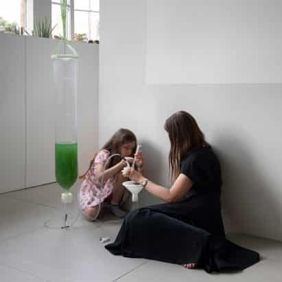 EcoLogicStudio hace kit de algas bricolaje para niños aprenden en el país en el encierro