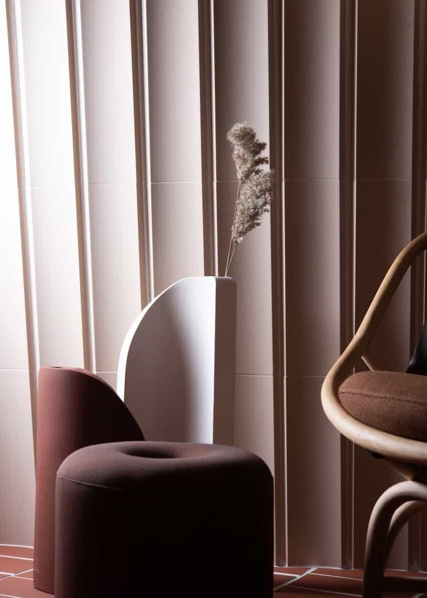Mut Design explora borrando la línea entre el interior y al aire libre con muebles de Das Haus