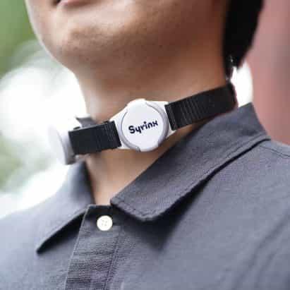 Syrinx es una laringe artificial que imita la antigua voz del usuario.