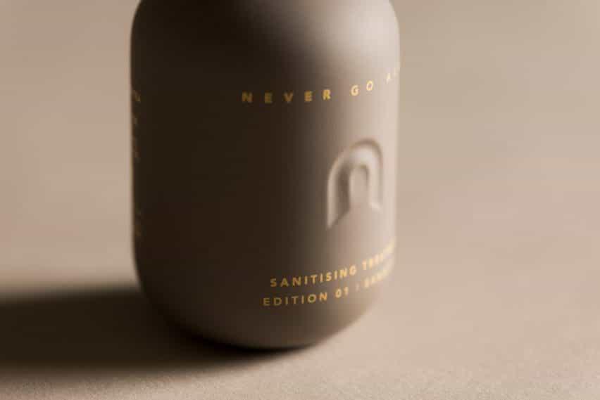Never Go Alone branding por Layer