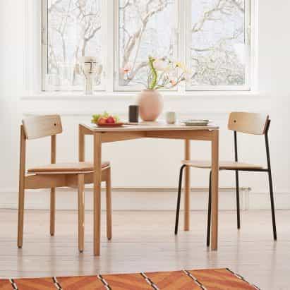 Pearson Lloyd crea silla de paquete plano de acero tubular para Takt