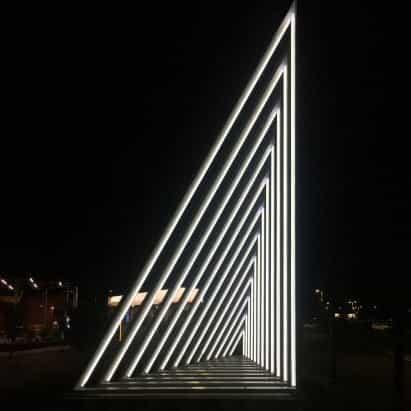 La escultura de luz actual en el Hudson responde a los movimientos de los transeúntes