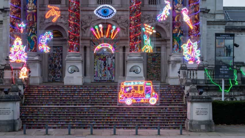 Escalera de la instalación Recordando a un mundo feliz por Chila Kumari Sigh Burman para la Tate Britain