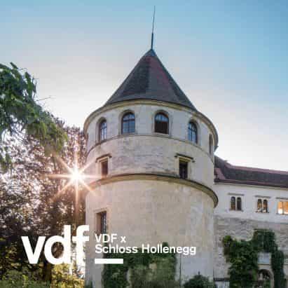 gira en vivo de la exposición de diseño en el castillo austríaco histórica con la curadora Alicia Stori Liechtenstein como parte de VDF