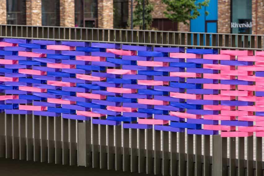 diseño de la instalación RAW del arco iris por Studio curiosidad en Londres, Reino Unido